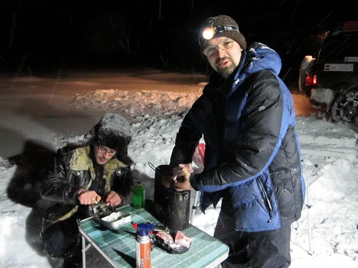 ночевка на зимнике, ужин из оленины