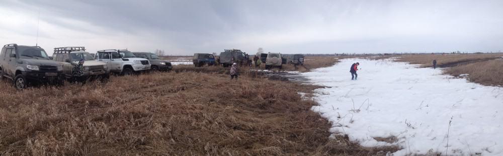 на пути яма со снегом - препятствие, поездка на слияние Оби