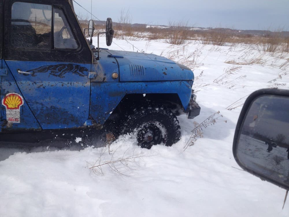 как уаз едет по снегу