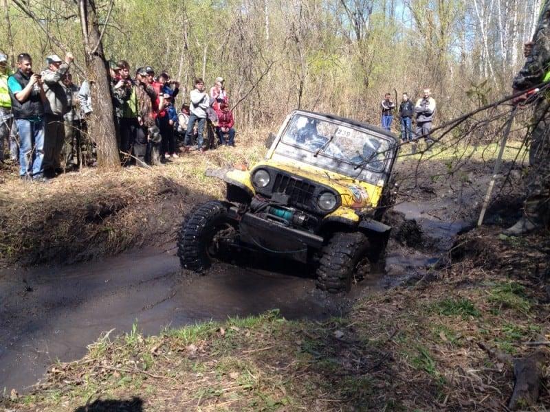 подготовленный автомобиль в грязи