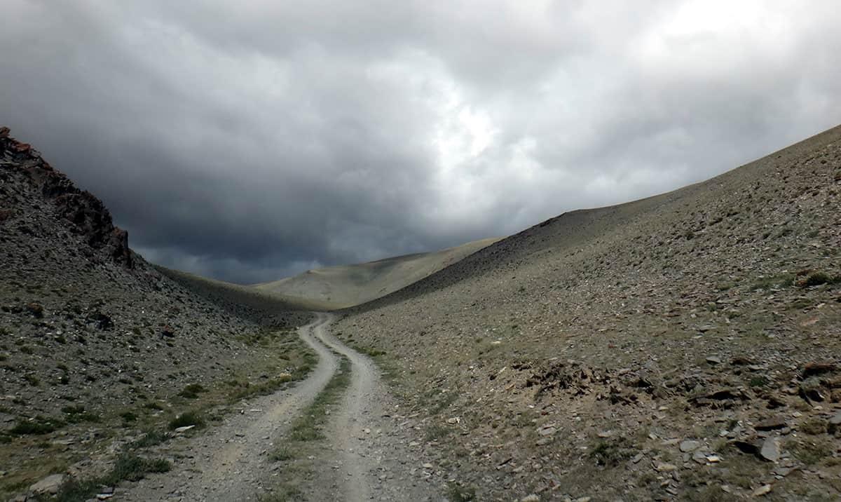 дорога в горах, Монголия