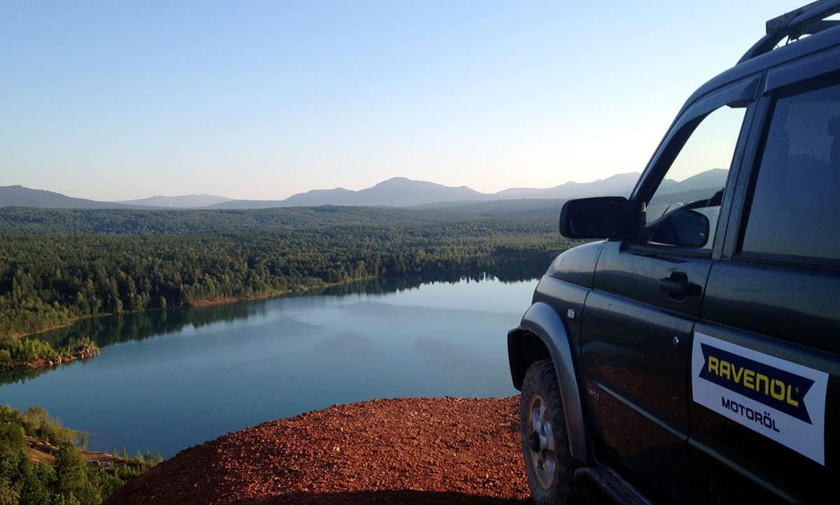 урочище Карелка, лазурное озеро на Южном Урале