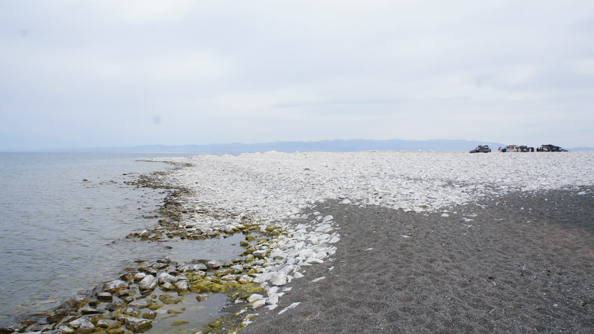 мыс на озере Хяргас
