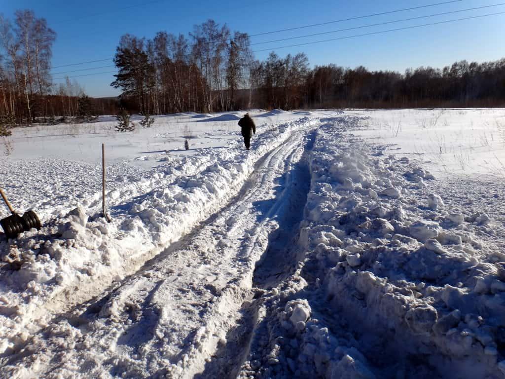 колея чтобы испытывать Соболь в снегу