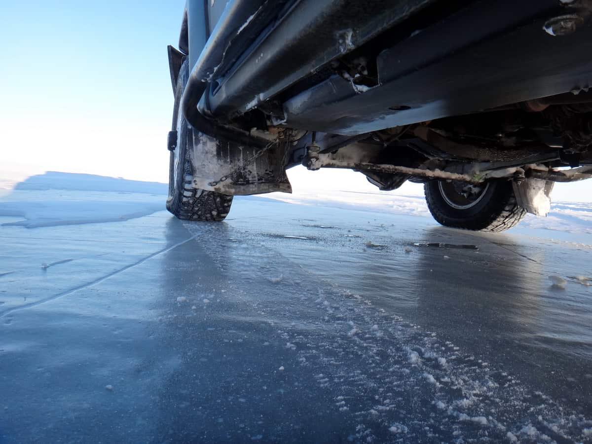 идём по льду Гыданской губы