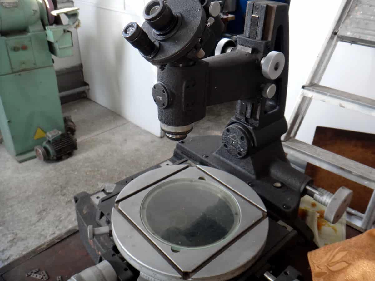 металлографический микроскоп для изучения структуры поверхности шкворня