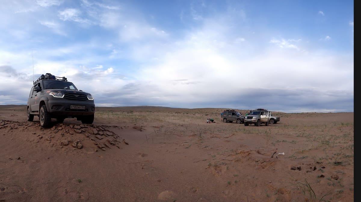 уазики в пустыне