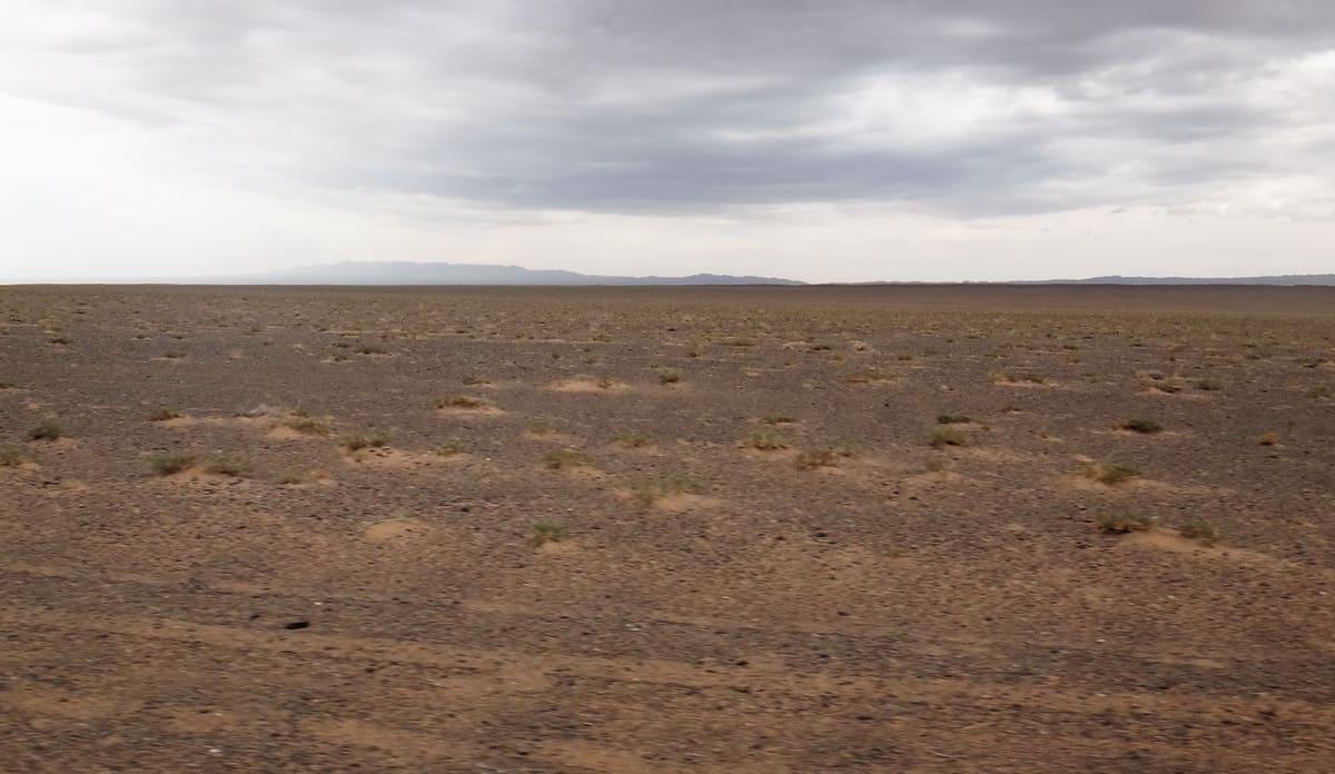 безжизненный пейзаж в Гоби
