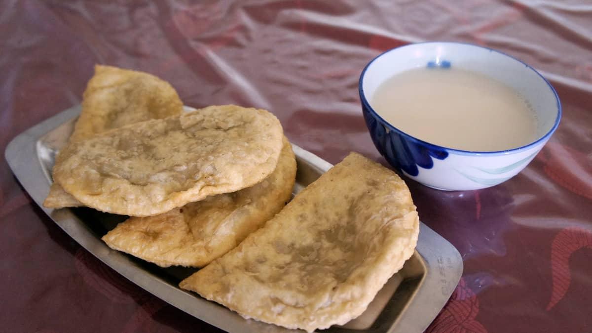 национальная монгольская кухня - хуушууры и монгол цай