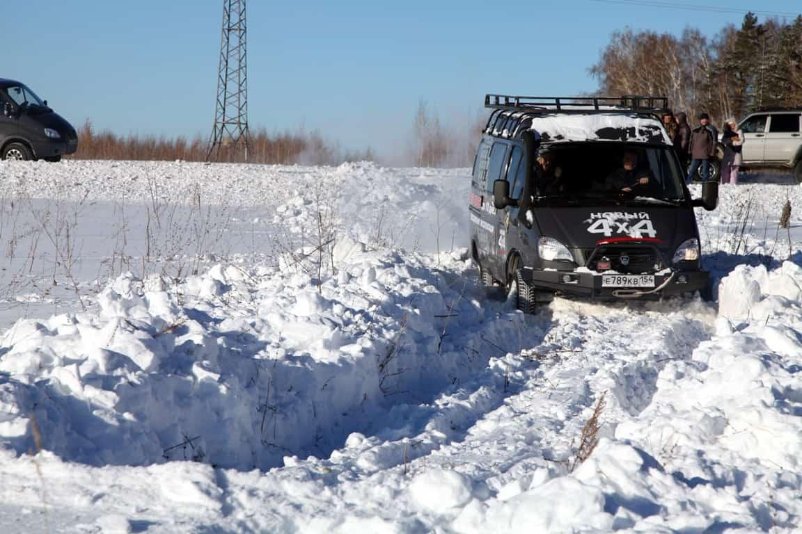 снег, Соболь на бездорожье с блокировкой задней оси