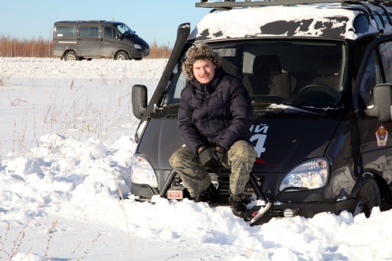 ГАЗ Соболь едет по снегу
