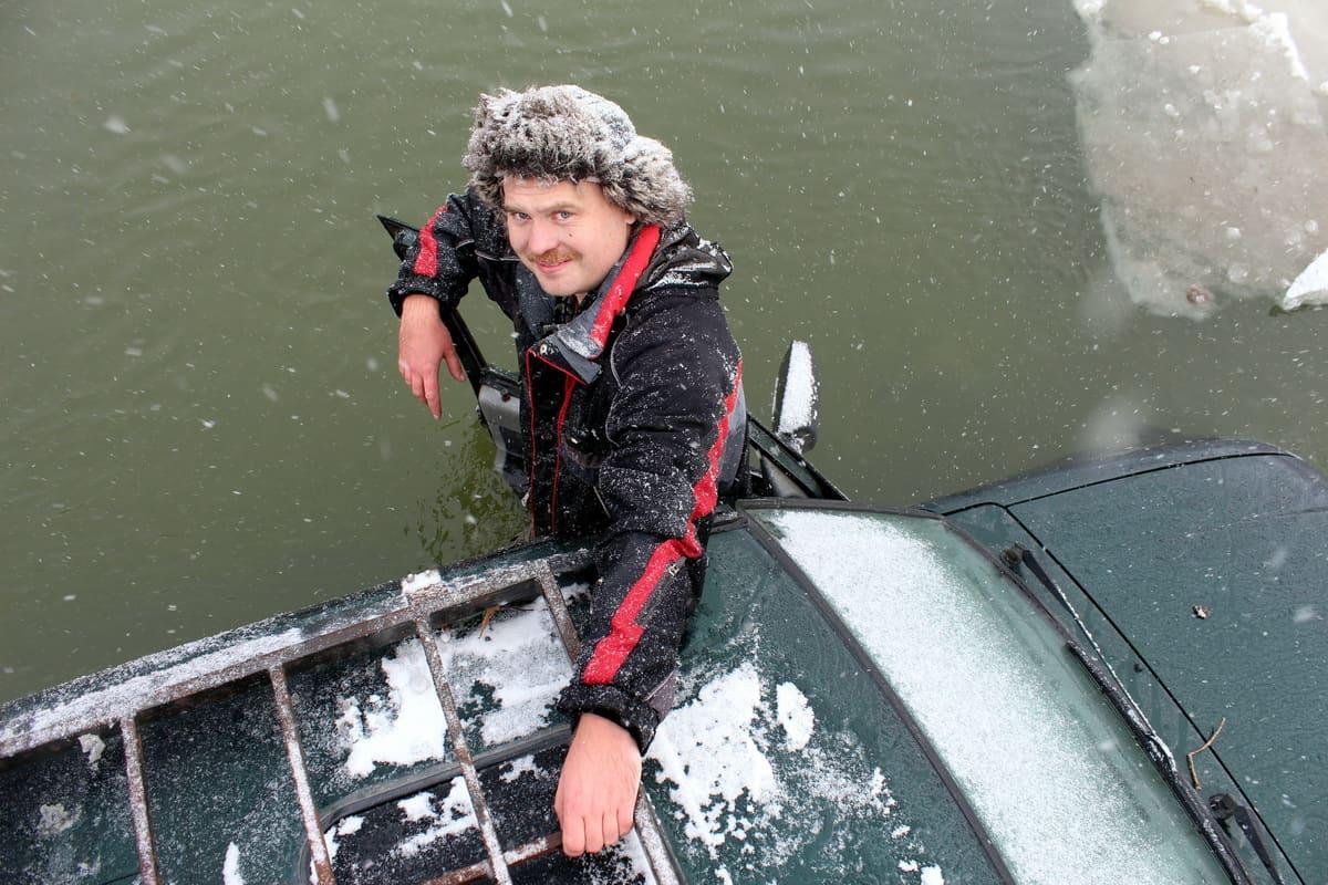 Утопил машину в реке