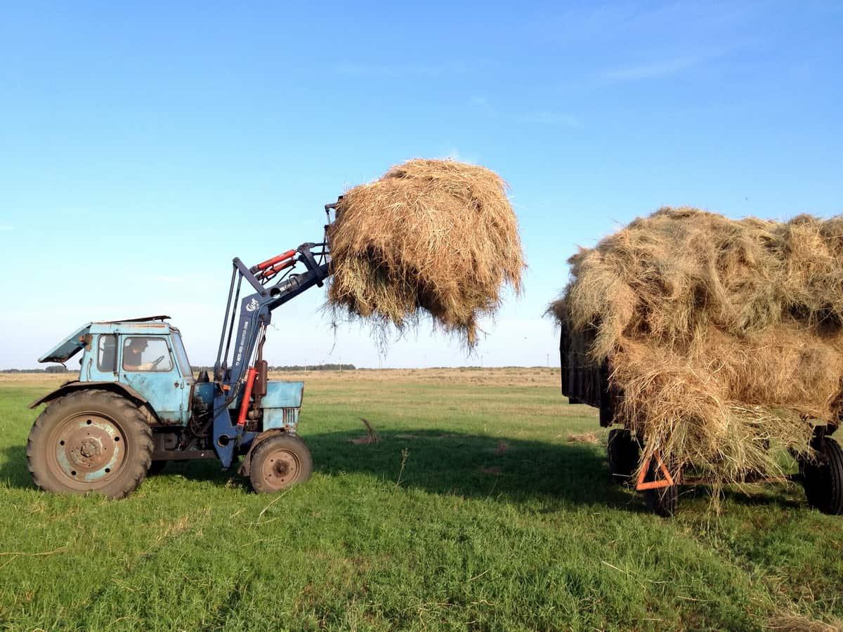 стогомет, трактор