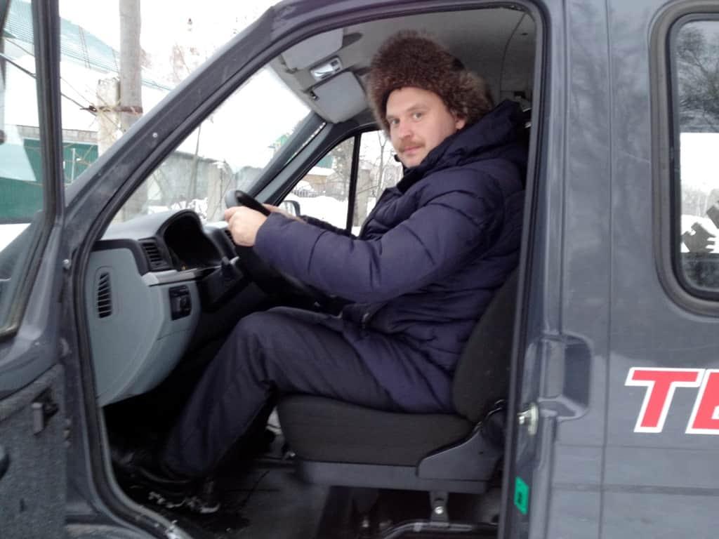 Автопутешественник Алексей Бычков за рулем Соболя
