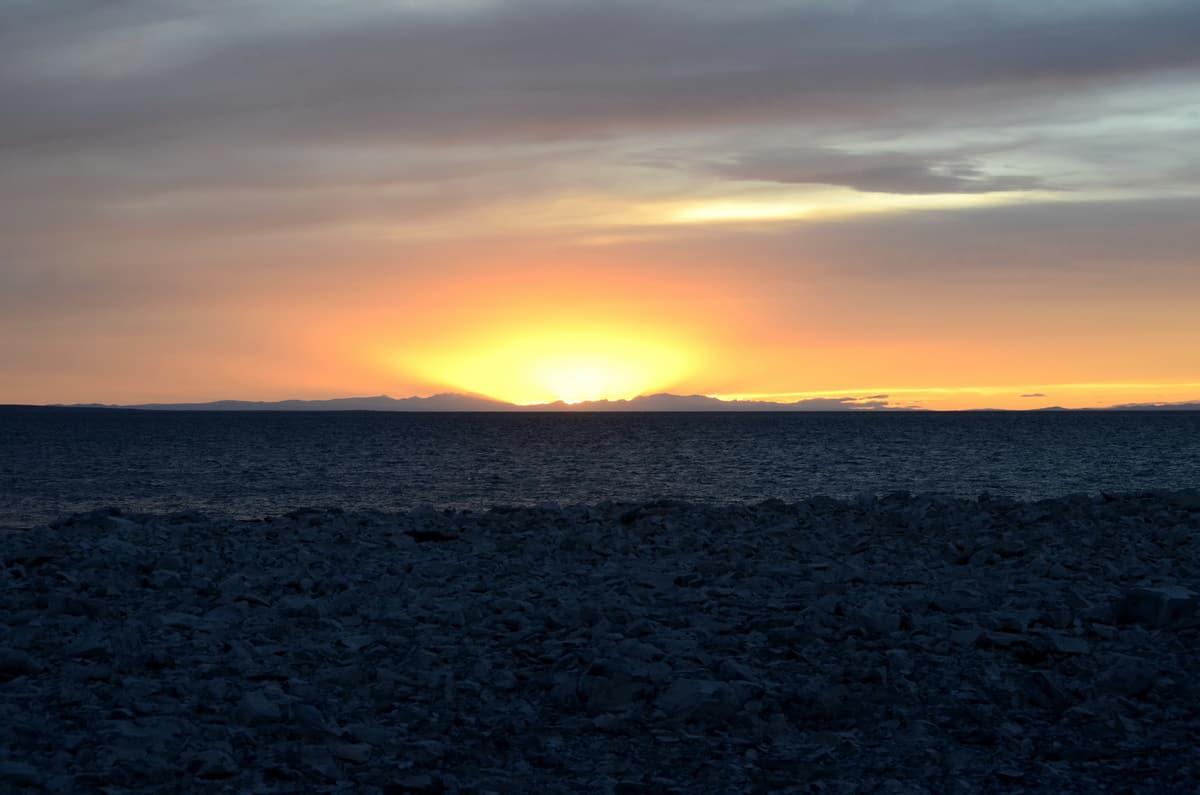 закат на озере Хяргас