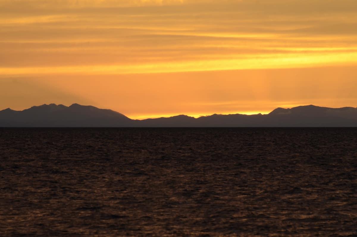 закат на озере Хяргас-нуур
