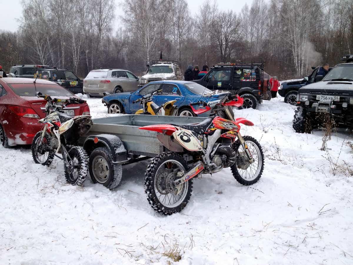 эндуро на снежном соревновании