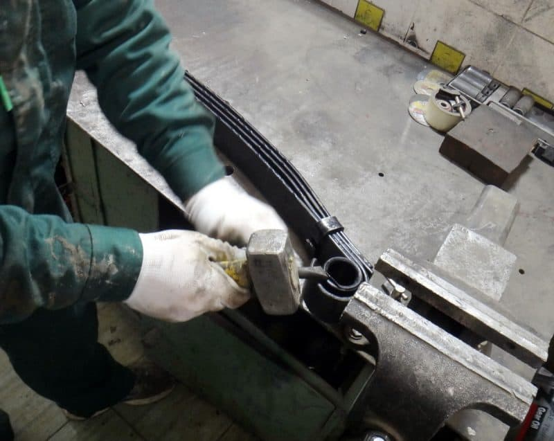 выколачивание сайлентблока из рессоры уаз