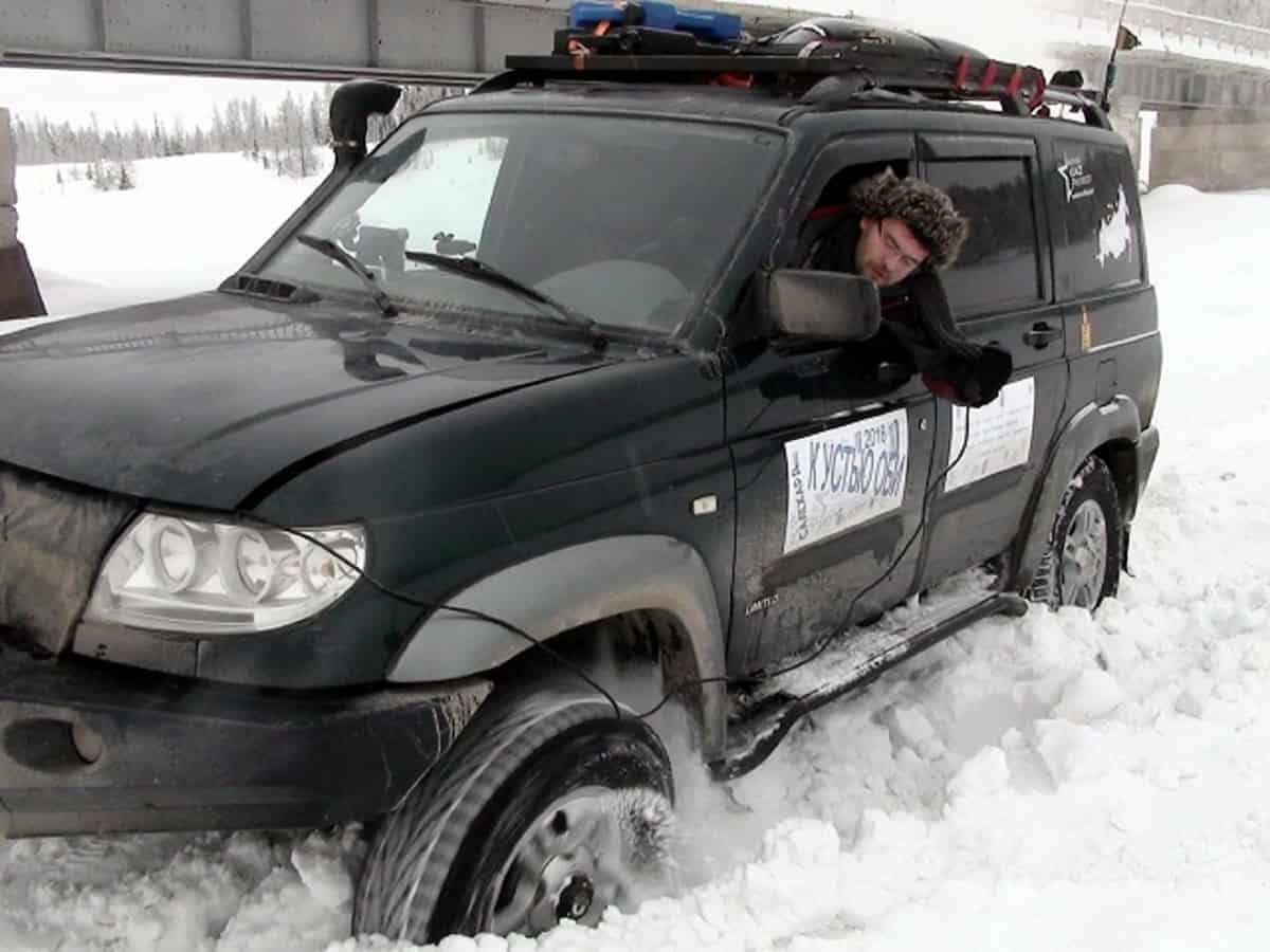 лебежение уаз патриот в снегу