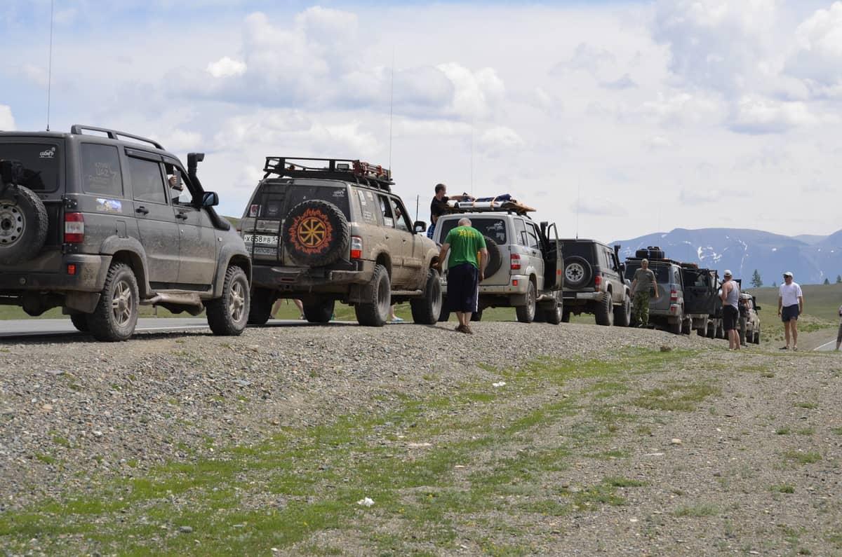 колонна УАЗ Патриот в путешествии на Алтай