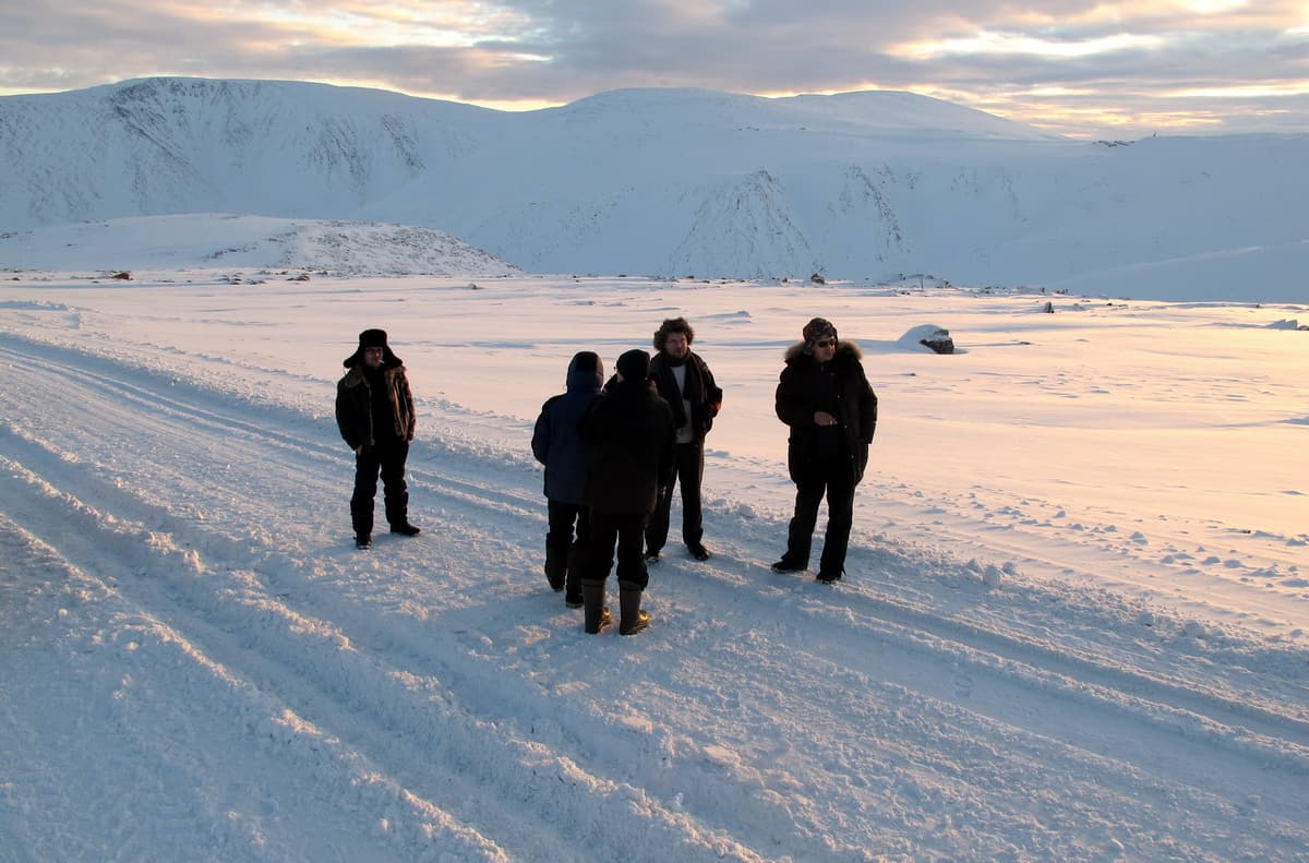 решаем, что ехать надо на ледник Романтиков