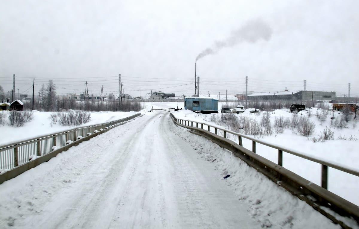мост через реку, поселок Харп