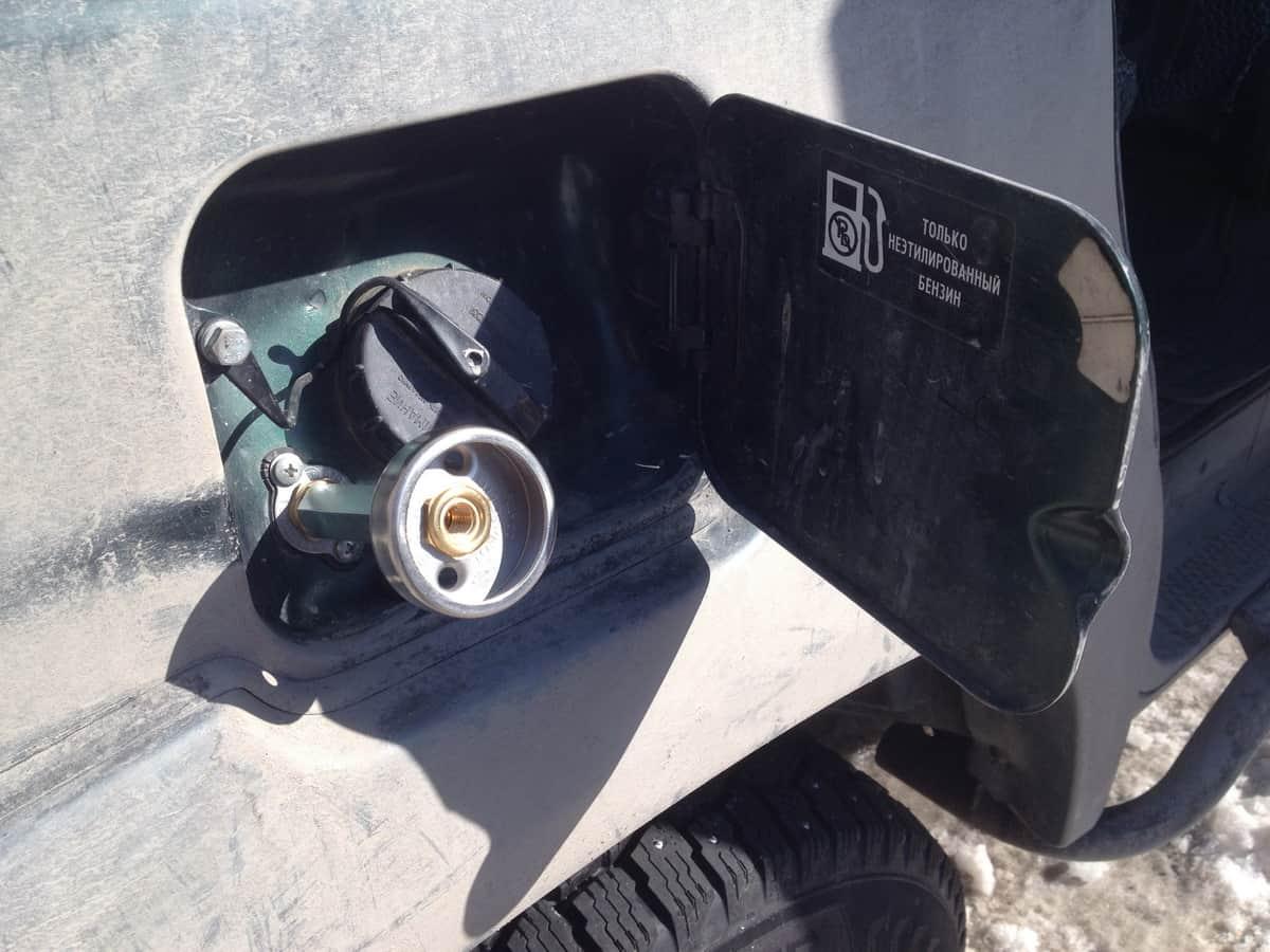 вывод заправочного устройства в лючок бензобака