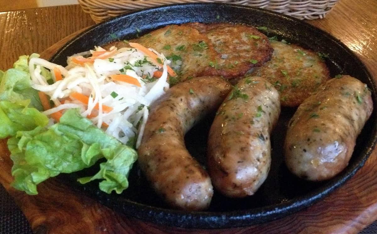 драники с капустой и колбасками