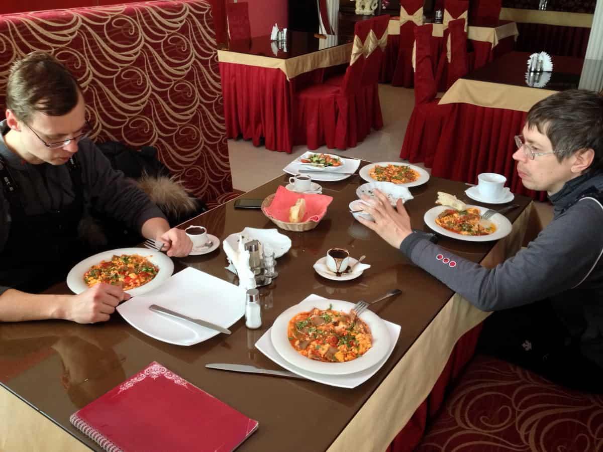 Нижневартовск, армянское кафе на рынке