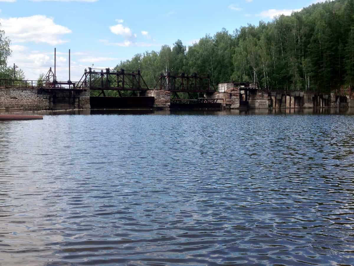 дамба Порожской ГЭС из дикого камня