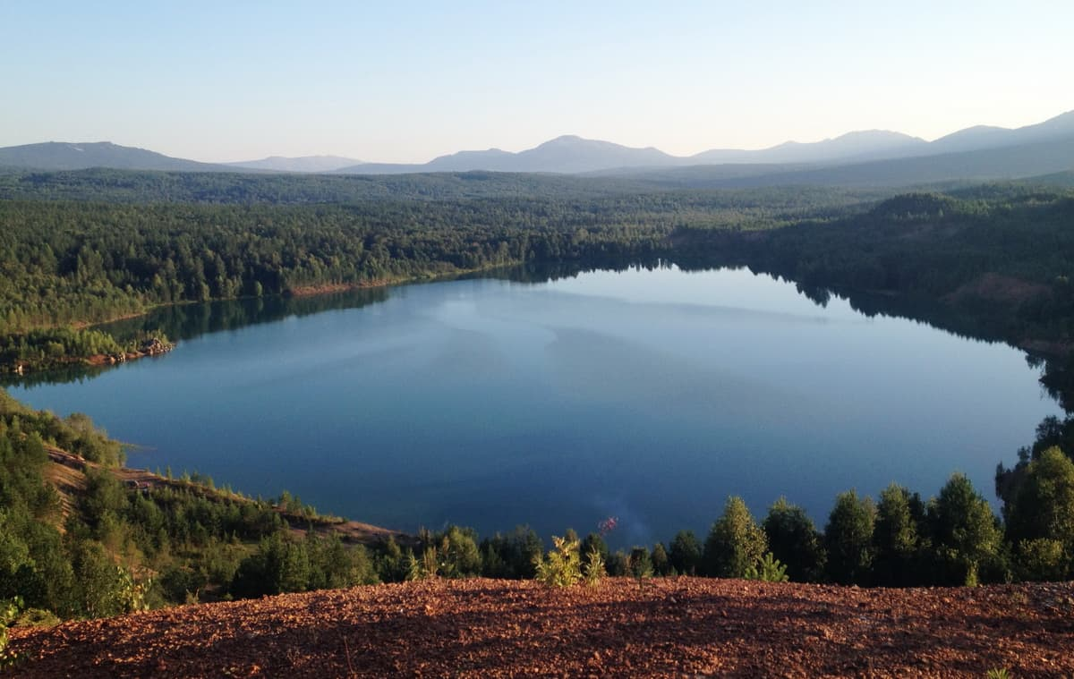Лазурное озеро Карелка около Сатки