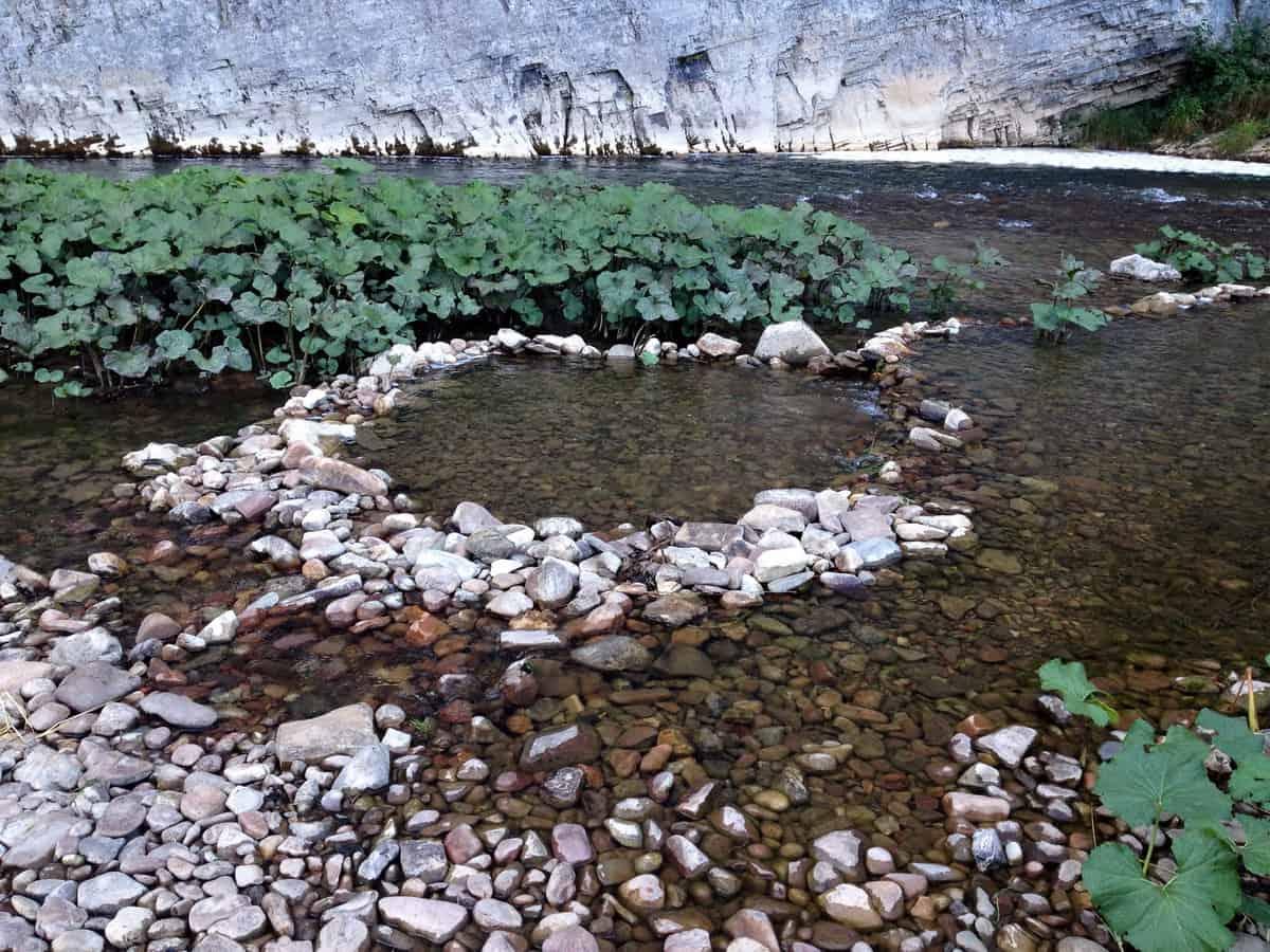 купель в реке для походной бани
