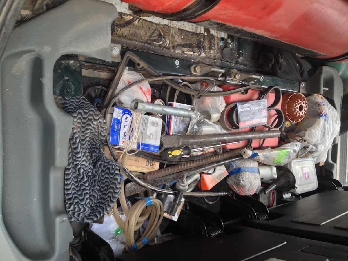вместительность пространства ниши под сиденьем УАЗ Патриот