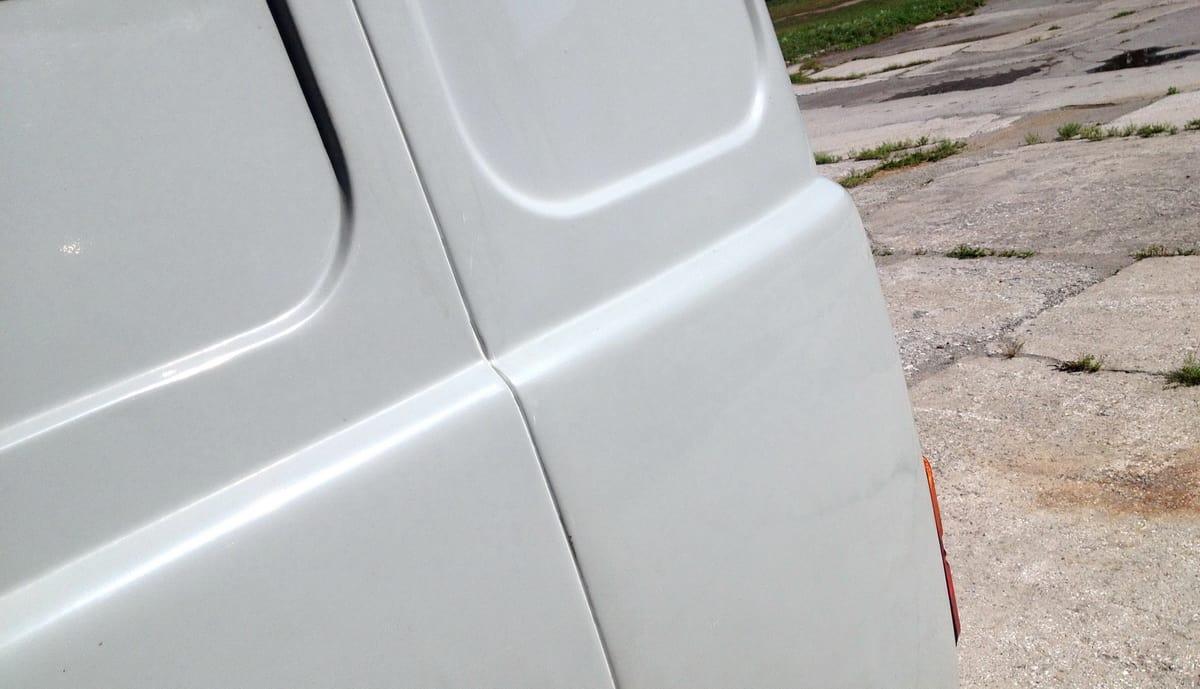 кузовной шов с герметиком
