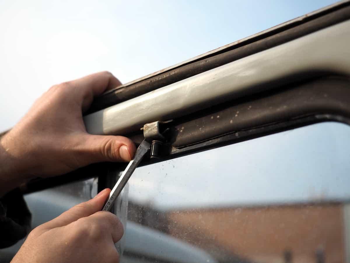 замена штатного окна уаз на сдвижное