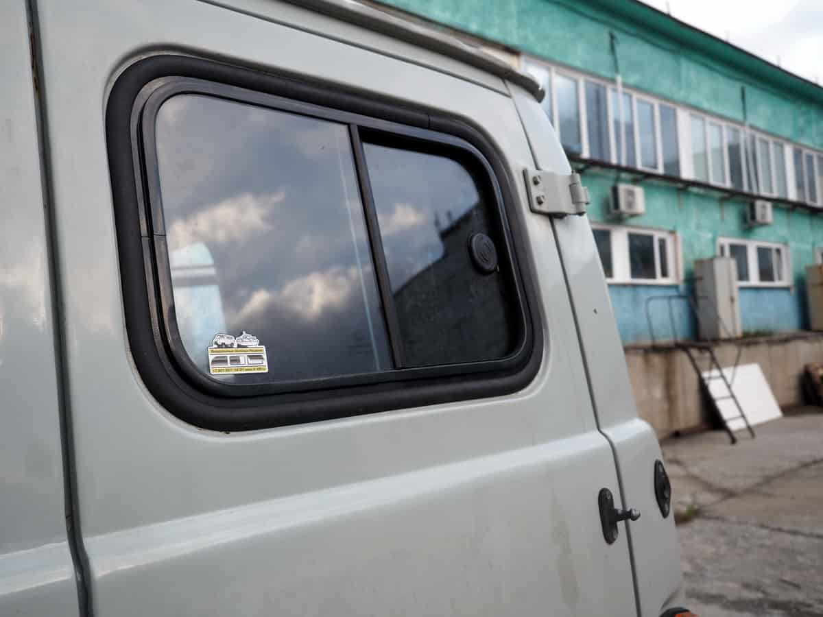 сдвижные окна в уаз буханка