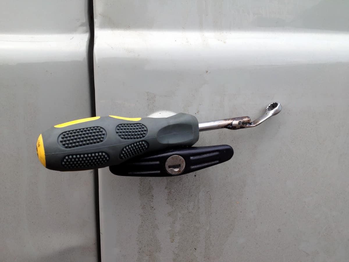приспособление для установки стекла в автомобиль