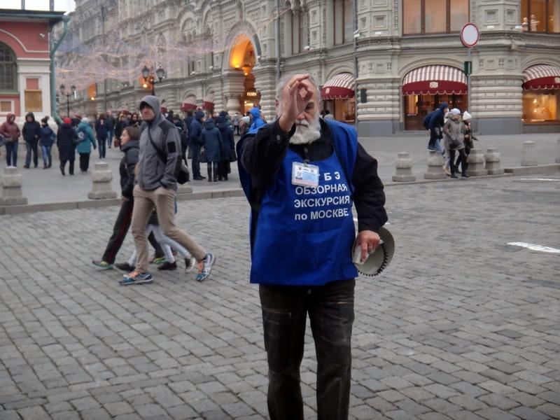 зазывалы на автобусные экскурсии по Москве
