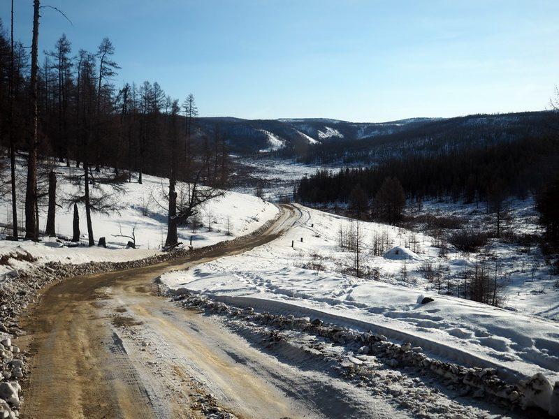 дорога вдоль озера Хубсугул зимой, road along the lake Hovsgol in winter