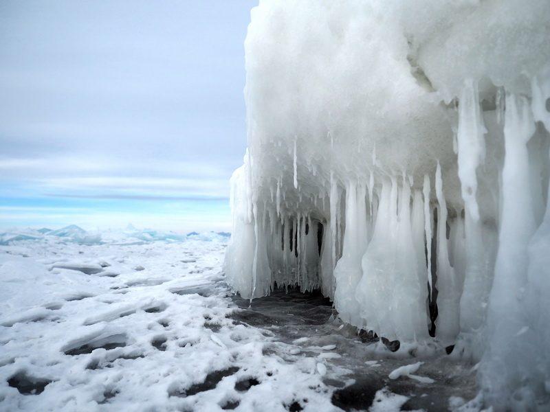 наплески льда на озере Хубсугул