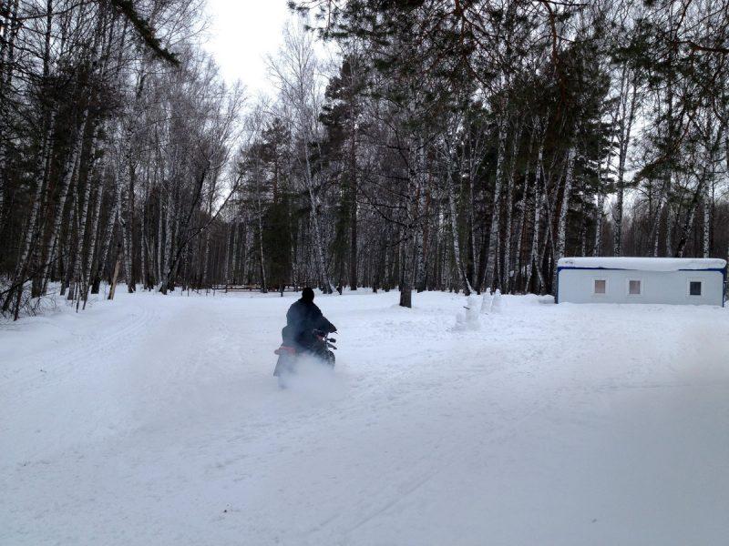 на мотоцикле по снегу