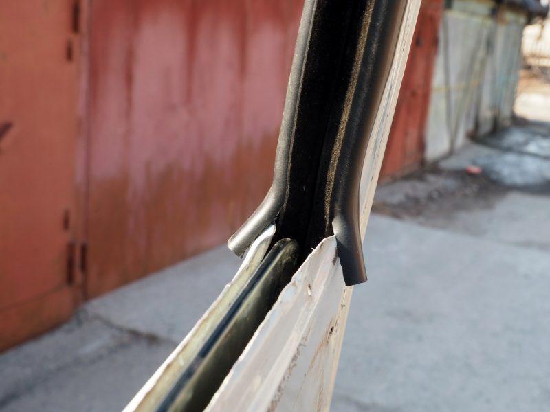 подрезка уплотнителя стекла