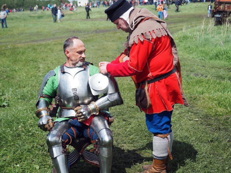 оруженосец и рыцарь