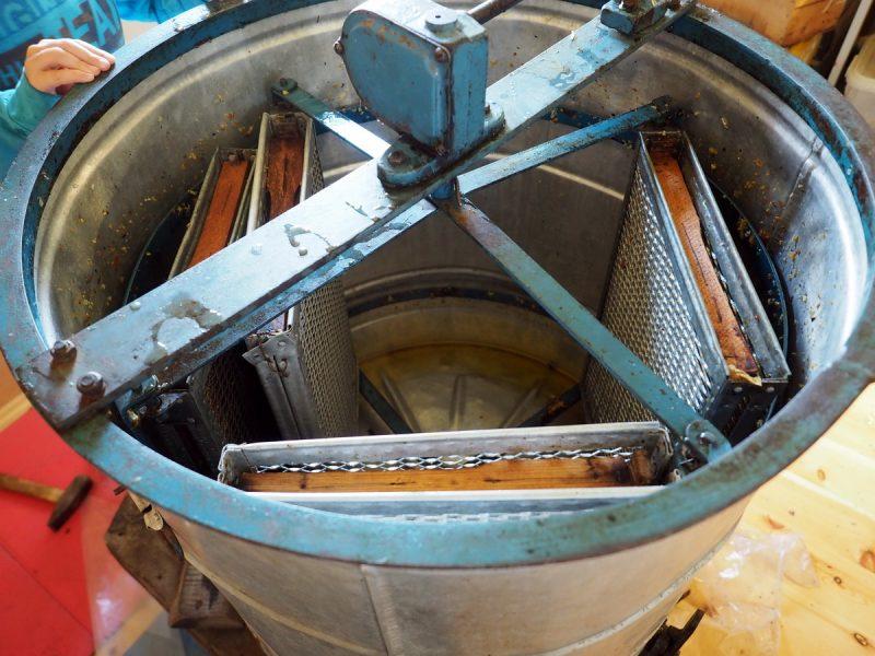 ручная медогонка, manual honey extractor