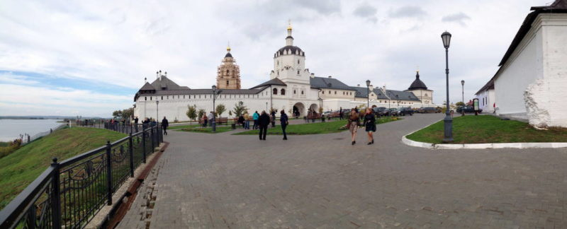 Свияжск, площадь перед входом