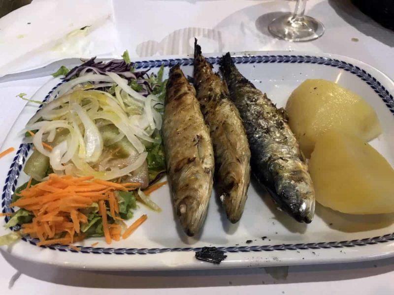 португальская кухня, жареные сардины Sardinhas assadas