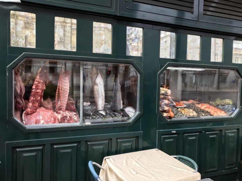 витрина мясного магазина, Лиссабон