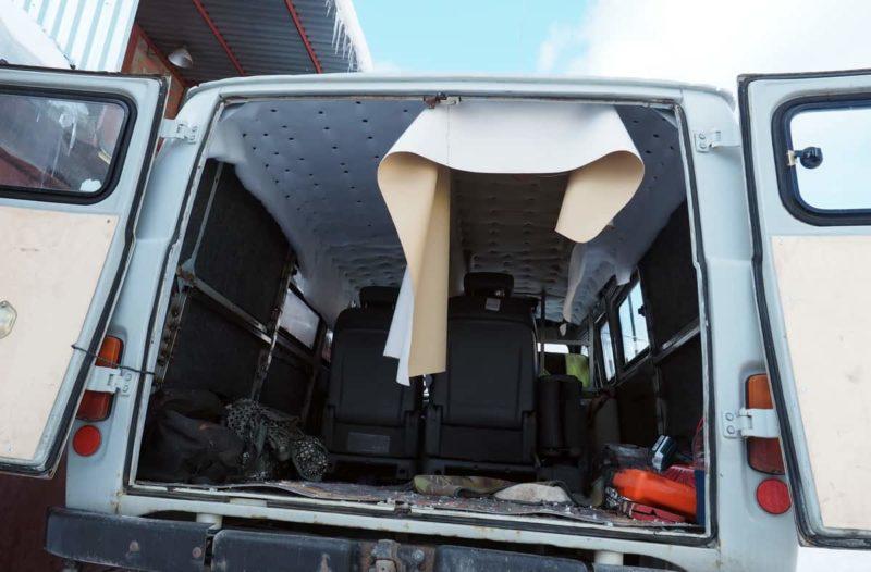 кожаный потолок в авто натягиваем сами