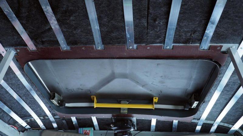 окантовка потолка вокруг люка