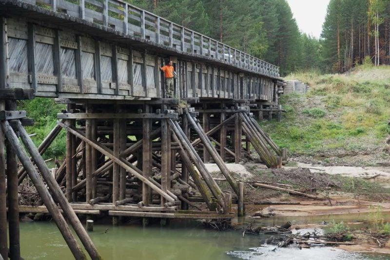 конструкция деревянного моста через реку